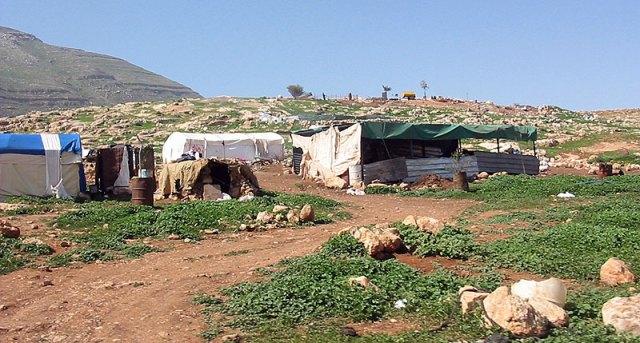 Instalaciones precarias en Khirbet Tana