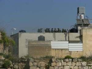 Toque de queda y ocupación militar de Awarta (ISM)