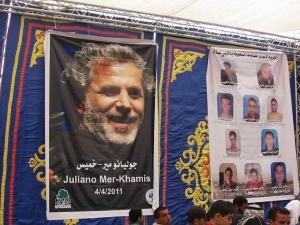 La imagen de Juliano Mer-Khamis junto a los mártires de Bil'in, en Ramallah