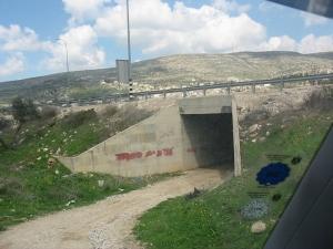 Túnel para uso palestino debajo de la carretera 60