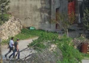Colonos armados en Yanun (Abril 2011, P. Lyden)