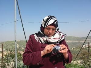 B'Tselem entregó cámaras de video a la población de Asira Al-Qibliya para documentar los ataques de los colonos