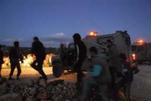 Choques entre palestinos desarmados, colonos y soldados israelíes (Qusra, marzo 2011, P. Lyden)