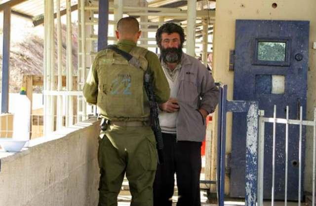 El checkpoint de Tayasir, Valle del Jordán (Keren Manor, 26/12/10, Activestills.org)