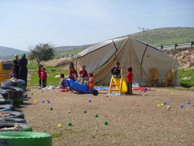 Escuela-carpa (para evitar la demolición) en Ein al-Hilwa (E.Djupvik, febrero 2011)
