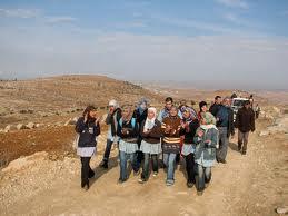Estudiantes, docentes, pobladores e internacionalistas en Al-Tuwani (J.Ehrlich)