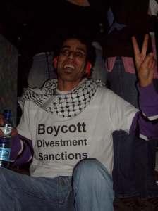 Uno de los activistas momentos antes de ser arrestado