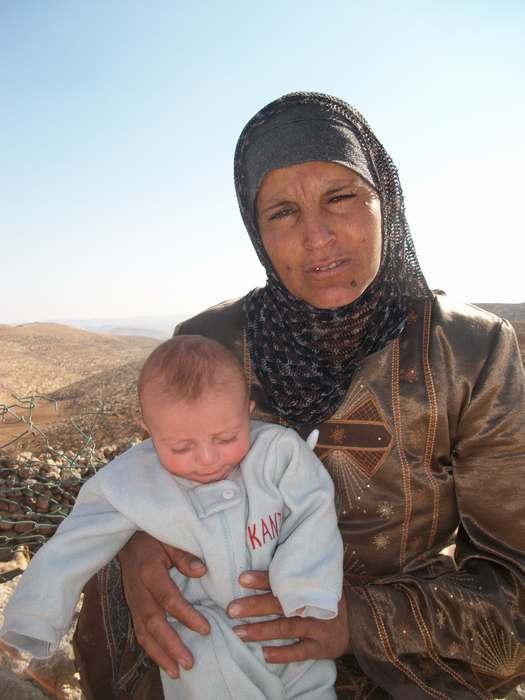 ... y siguen dando vida a su pueblo. Abuelas tan jóvenes que parecen madres...
