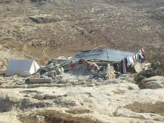 La casa de la viuda convertida en escombros.
