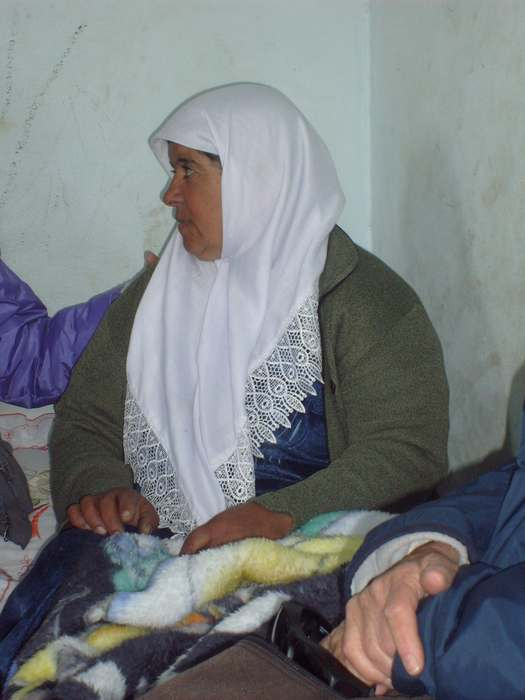 Su vivienda destruída, su pierna fracturada, su hija arrestada por protestar...