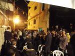 Música, consignas, comida y bebida para celebrar el regreso a casa de Shadi.