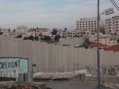 El Muro, omnipresente en el paisaje de Belén