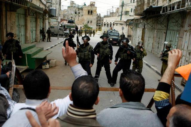 Protesta en Al-Khalil (Hebrón) exigiendo la apertura de la calle Shuhada, donde sólo los colonos judíos pueden transitar (15/2/13).