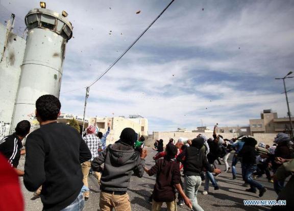 Torre a la entrada del campo de refugiados de Aida, Belén. (Xinhua Luay Sababa)