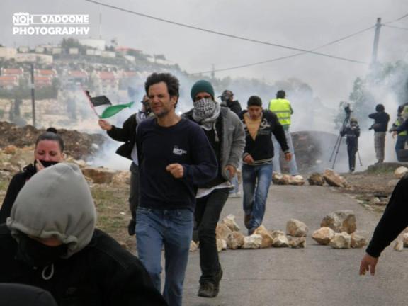 activistas-palestinxs-israelc3ades-e-internacionales-huyendo-de-la-represic3b3n-en-kafr-qaddom-el-5-4-13