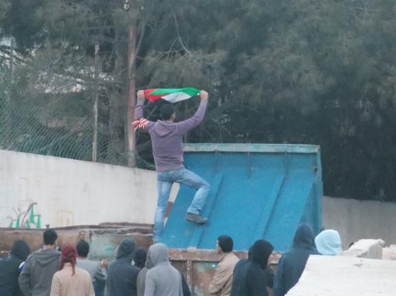 'Toreando' a los soldados en el campo de refugiados de Aida, 9/4/13 (María Landi)