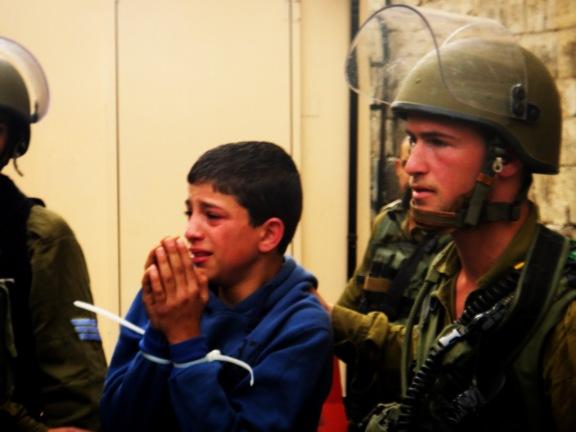 Uno de los niños arrestados en Hebrón en marzo (Foto: ISM).