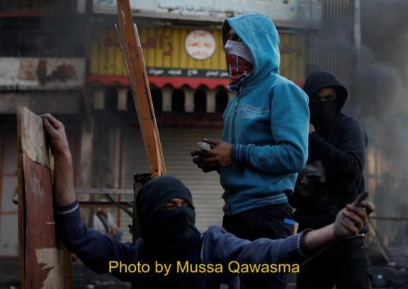 Choques en Hebrón durante el funeral de Maysara Abu Hamdiyeh.