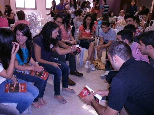 Encuentro de jóvenes palestinxs organizado por Kairos Palestina para discutir y estudiar el documento.