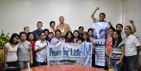 Participantes en la reunión de solidaridad interreligiosa con Kairos Palestina (Filipinas).