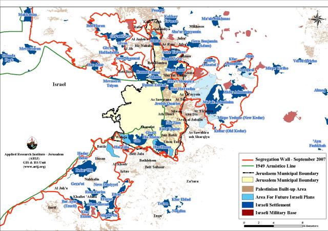 En azul y celeste, áreas ocupadas o por ocupar por colonias israelíes en y alrededor de Jerusalén Este (ARIJ)