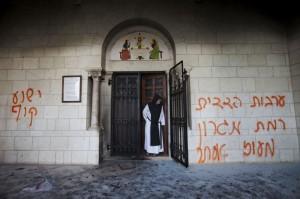 Colonos judíos vandalizaron el monasterio trapense de Latrún, en Jerusalén (AP Photo/Oded Balilty)