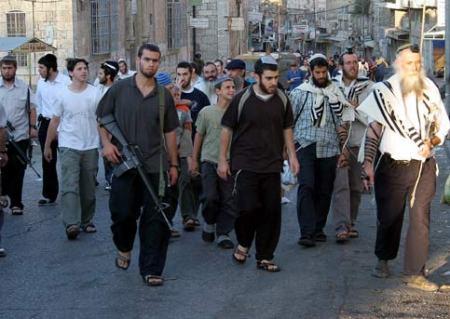 Colonos armados en Hebrón/Al Khalil (AIC).
