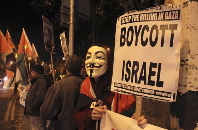 Activistas irlandeses pro Palestina protestan frente a la embajada israelí en Dublín durante el ataque a Gaza en noviembre 2012 (AP).