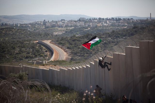 El Muro en Bil'in (Oren Ziv, Activestills)
