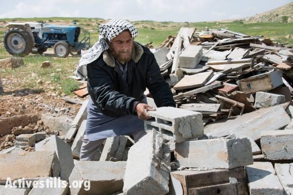 Demolición en Al Tuwani (Colinas del Sur de Hebrón), abril 2014