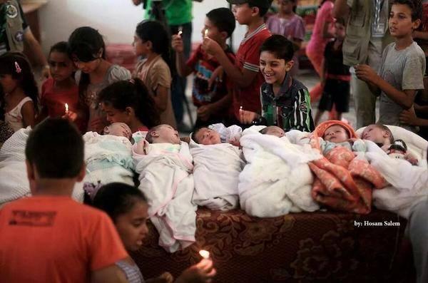 Celebrando las nuevas 'amenazas demográficas' nacidas de madres refugiadas en las escuelas de UNRWA.