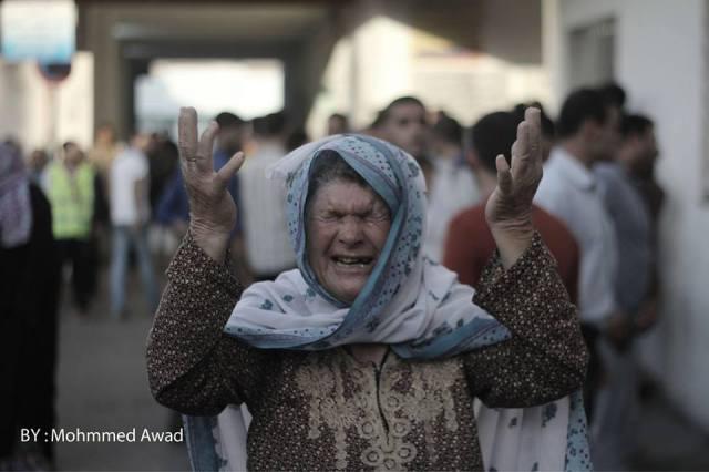 Una mujer refugiada llora después que sus hijos fueron asesinados en el norte de Gaza