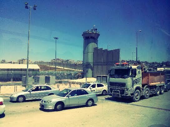 Puesto de control de Qalandia entre Ramallah y Jerusalén. Foto: Tali Feld Gleiser.