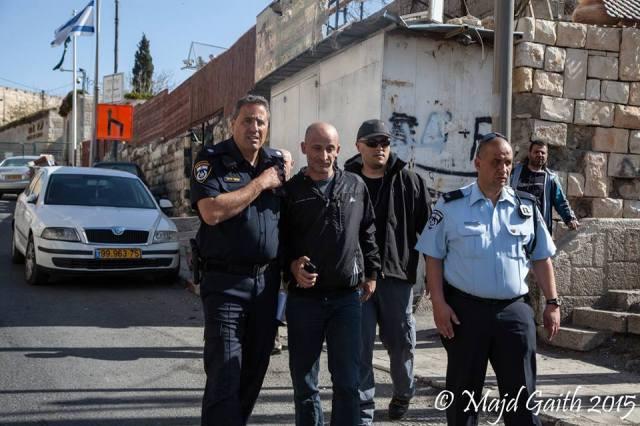 Jawad Siyam, director del WHIC cuando es arrestado por la policía.