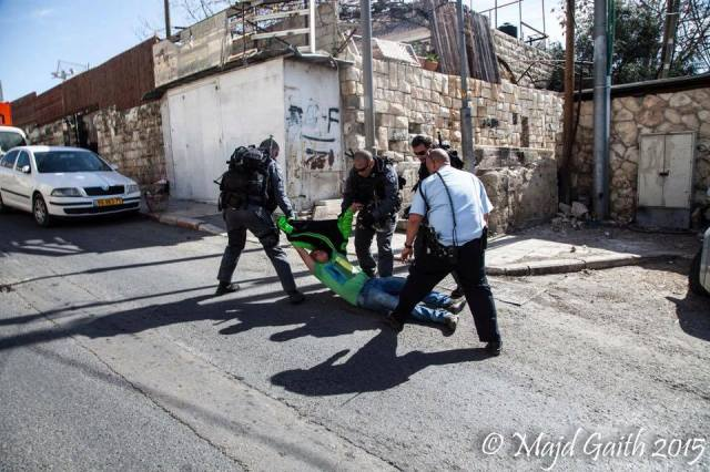 Mohammed    cuando es arrestado y arrastrado por las policía israelí