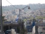 Banderas israelíes sobre las casas ya tomadas por los colonos