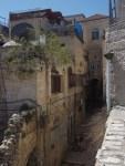 Una de las casas vecinas donde todavía resisten algunas familias palestinas rodeadas de colonos.