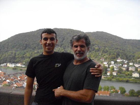 Faisal con Juliano durante una gira por Alemania.