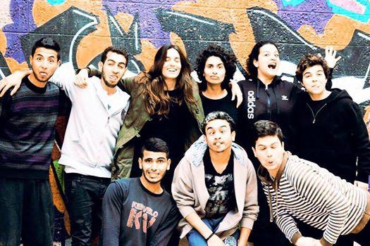 Micaela Miranda con los 5 alumnos y las 3 alumnas de la escuela de actuación (Página de Facebook de la directora).
