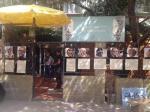 """Exposición del taller de fotografía a la entrada del teatro el día del estreno de """"El Sitio""""."""