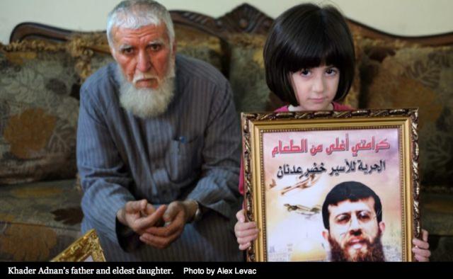 El padre y la hija mayor de Jader Adnan (Foto: Alex Levac)