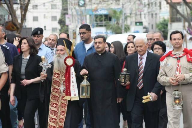 Procesión de Navidad por el centro de Nablus.