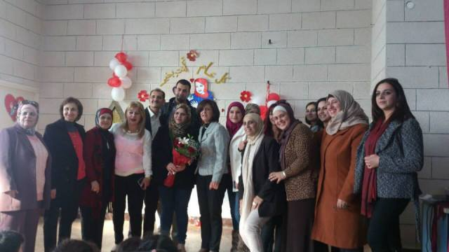 Abir Hanna (en el centro) con docentes del colegio San José.