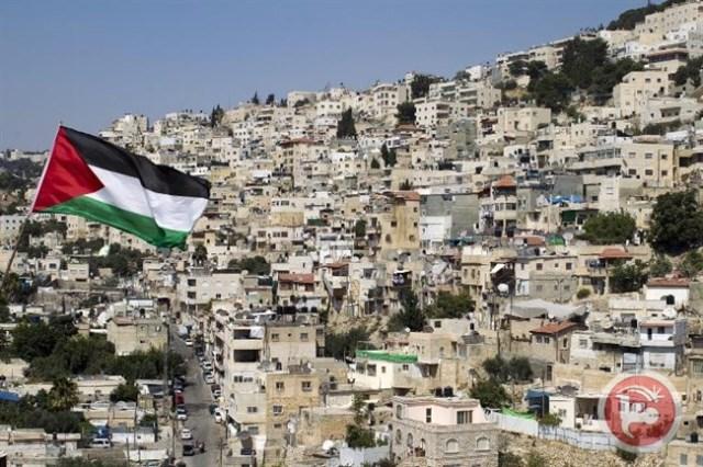 La bandera palestina ondea sobre la ladera de Silwan.