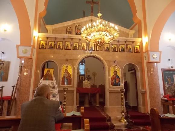 Altar de la iglesia melquita, con los íconos de María y Jesús pintados por refugiados musulmanes de Balata.