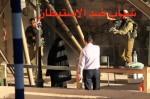 Un palestino intenta intervenir para ayudarla