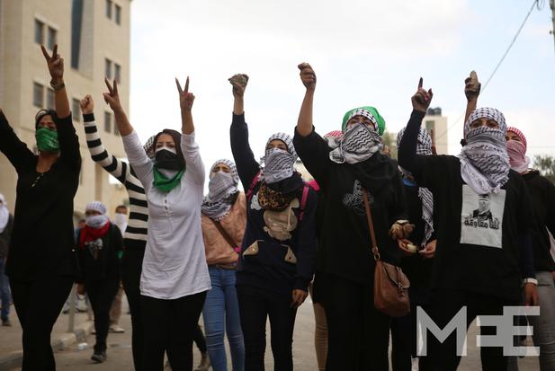Las jóvenes palestinas están participando a la par de sus compañeros en esta revuelta (Foto: MEE)