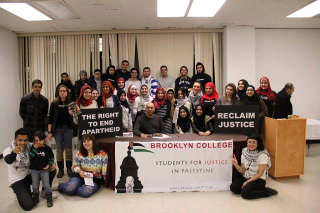 La rama del movimiento Students for Justice in Palestine del Brooklyn College defendiendo su derecho al BDS.