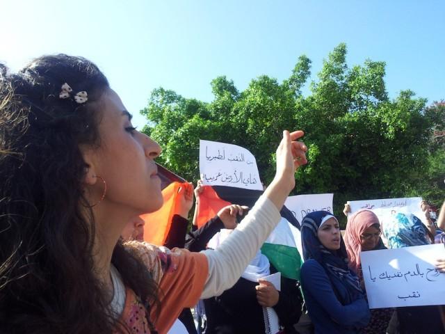 Mujeres protestan contra la ocupación israelí y la destrucción de hogares palestinos en el desierto del Negev  (Isabel Pérez).