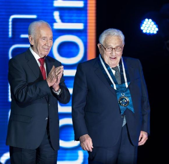 """Shimon Peres y Henry Kissinger. Dos Premios Nobel de la """"Paz"""""""